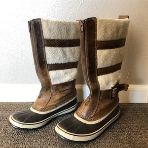 Brown Sorel snow boots - Size 9